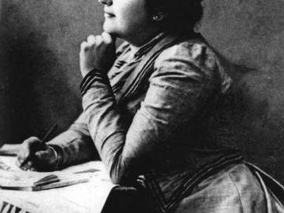 Carmen de Burgos also known as 'Colombine', circa 1901.