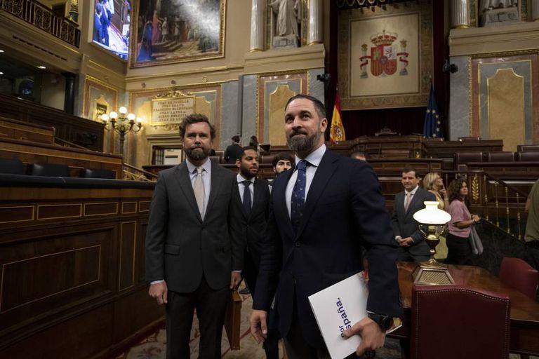 Vox lawmaker Iván Espinosa de los Monteros (l) and Vox chief Santiago Abascal.