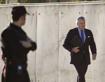 Ex-PP treasurer Luis Bárcenas arriving in court.