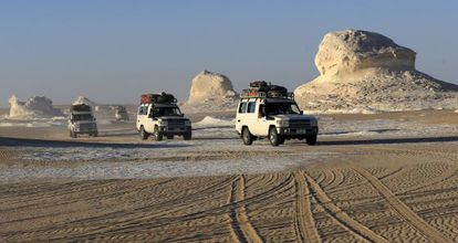A tourist convoy makes its way to the Bahariya Oasis, southwest of Cairo, in May.