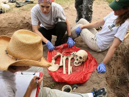 Exhumation of one of the bodies found in Falfurrias (Texas).
