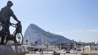 The border between Gibraltar and La Línea de la Concepción in Cádiz province.