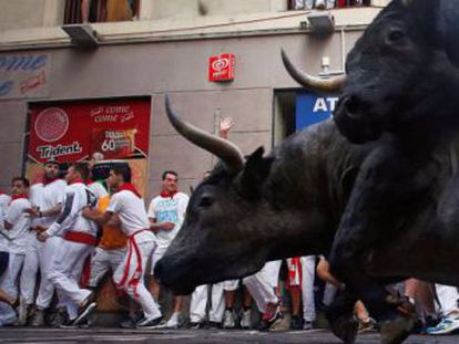 Relive the third day of Sanfermines from Pamplona, a dangerous run that saw a stray bull cause chaos, leaving 12 injured