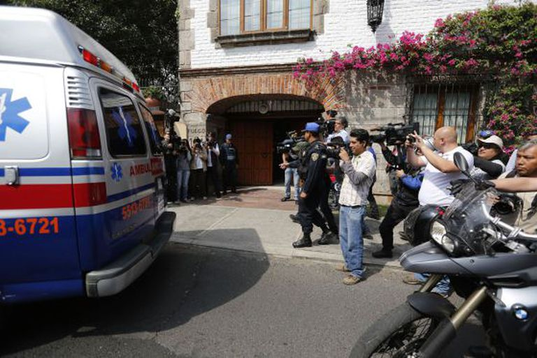 An ambulance brings García Márquez home last week.