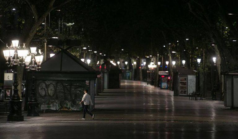 Barcelona's popular La Rambla street at 11pm, an hour after the curfew began.