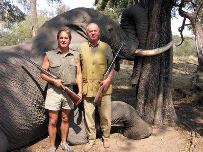 Former king Juan Carlos I posing with a dead elephant in Botswana in 2006.    Photo: Rann Safaris