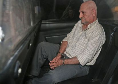 Galván in the police car which took him to a Madrid court after his arrest in Murcia.