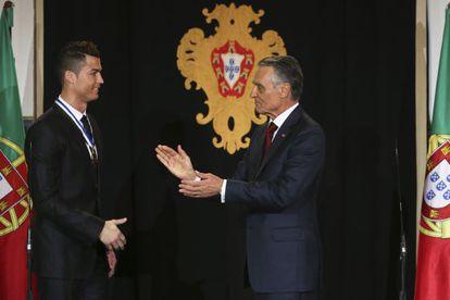 Cristiano Ronaldo (left) and Portuguese President Aníbal Cavaco Silva.