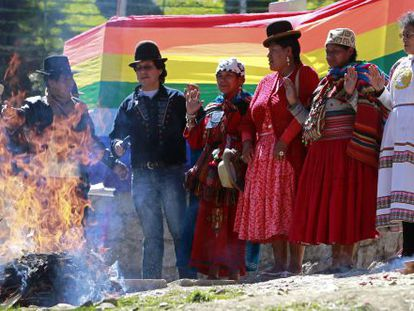 """Members of Bolivia's indigenous community hold a religious ceremony to ask a """"sea spirit"""" to help in the country's border dispute with Chile before The Hague court."""
