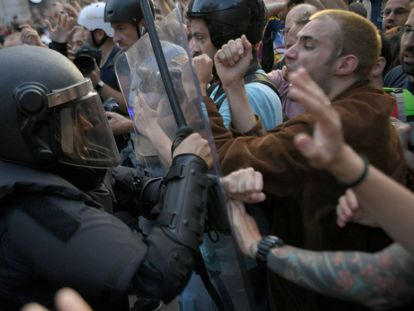 Confrontations between the police and the protesters in Barcelona.
