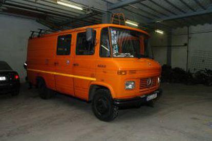 Kamphuis' distinctive orange van.