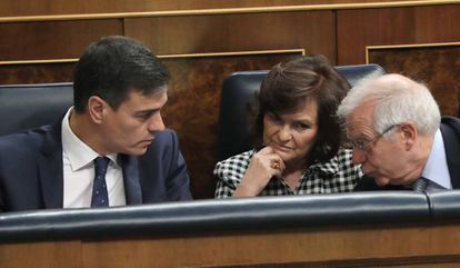Prime Minister Sánchez, (l), Carmen Calvo and Foreign Minister Josep Borrell in Congress.