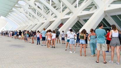 Teenagers line up to get vaccinated in Valencia.