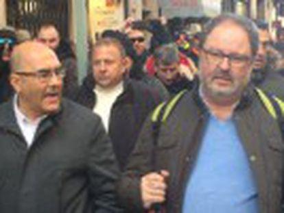 Demonstrating officers pursue commissioner José Javier Barbero over his plans to dismantle municipal riot units