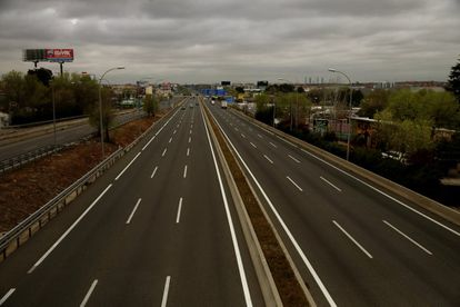 The A-2 highway leaving Madrid after the lockdown came into force.