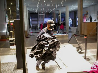 A store is looted in Barcelona on the fifth night of protests.