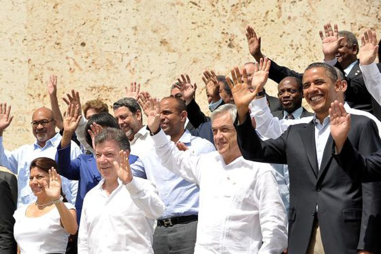 Obama waves alongside (from right) Sebastián Piñera of Chile, Juan Manuel Santos of Colombia and Laura Chinchilla of Costa Rica.