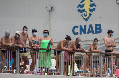 Swimmers wear masks at the Barceloneta Swimming Club.