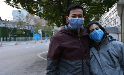 Chinese citizen Sun Naitian with his Spanish wife Dácil Sánchez in Wuhan.