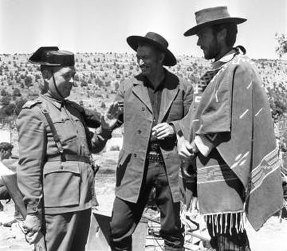 Eastwood and Van Cleef chatting with a Spanish Civil Guard during a break.