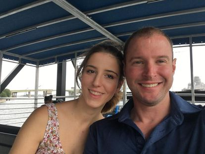 The Spaniard Laia González with her partner Jonathan, who is from the United States.