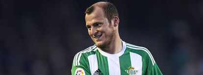 Zozulya in the jersey of Seville-based team Real Betis.