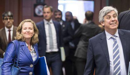 Acting Economy Minister Nadia Calviño with the head of the Eurogroup, Mario Centeno.