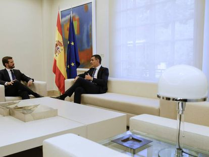 Pedro Sánchez (r) and Pablo Casado in Madrid.