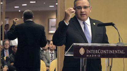 Mauricio Funes speaks to businessmen in Cádiz on Friday.