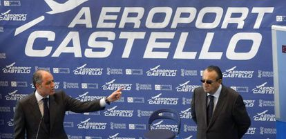 Ex-Valencia regional premier Francisco Camps (l) and former Castellón provincial chief Carlos Fabra at the opening of Castellón Airport in March 2011.