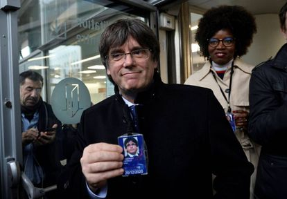 Carles Puigdemont with his accreditiation as an MEP.