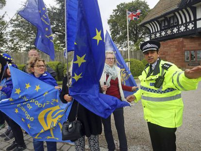 A policeman talks to anti-Brexit demonstrators in Thornton Manor.