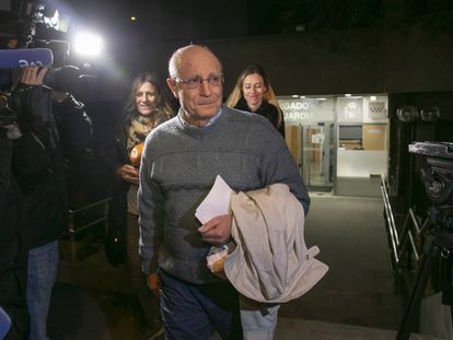 Ángel Hernández, after making a statement to the authorities about having helped his wife to end her life.