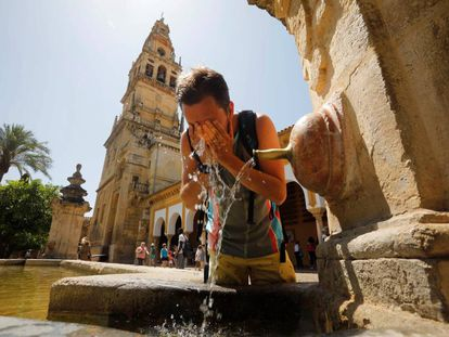 A tourist in Córdoba, which is on orange alert for the heatwave.