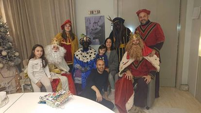 Iniesta (c) with his family in the photo that caused controversy.