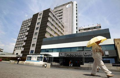 A Madrid patient has died of hemorraghic fever and his nurse is in serious condition.