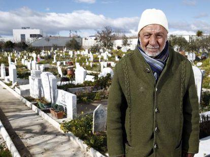 Imam Mohamed Bernaui next to Muslim graves in Griñón cemetery.