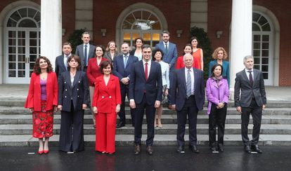 The new Cabinet of Pedro Sánchez (c).