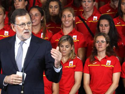 Acting PM Mariano Rajoy says he will attempt new talks with other parties.