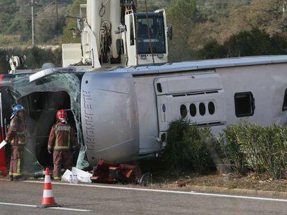 A coach crashed on the AP-7 highway near Freginals (Tarragona) on Sunday.