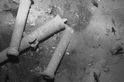 Cannon belonging to the 'San José' at the bottom of the sea.