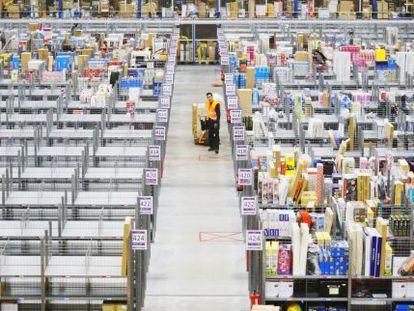 A worker in Amazon España's warehouse in San Fernando de Henares, outside of Madrid.