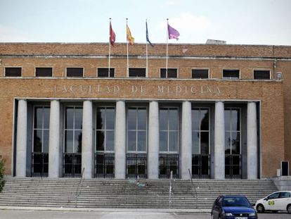 A professor found a mummy on the rooftop of the Complutense University School of Medicine.