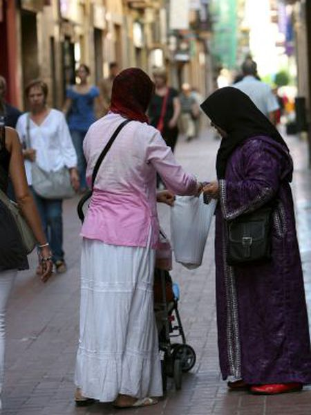 Two women wearing headscarves in the streets of Reus, Tarragona.