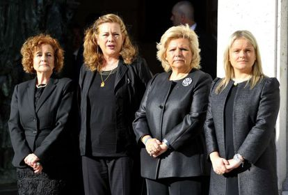 The four heads of the victims associations, pictured together at Tuesday's Mass. From l-r: Ángeles Domínguez, Pilar Manjón, Ángeles Pedraza and María del Mar Blanco.