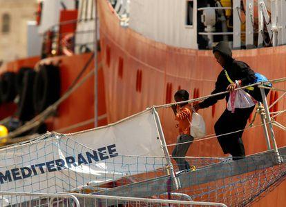 Migrants on 'Aquarius' arrive in Malta.