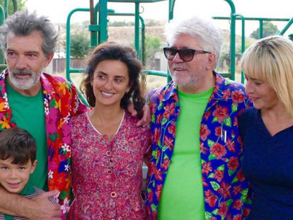 From left: Asier Flores, Antonio Banderas, Penélope Cruz, Pedro Almodóvar and Nora Navas during the filming of 'Pain and Glory.'