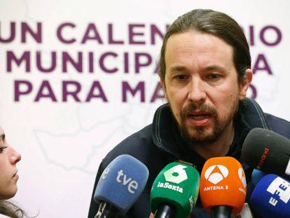 Podemos leader Pablo Iglesias talks to journalists.