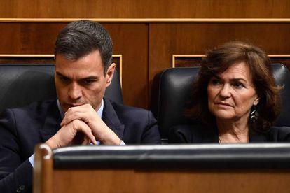 Prime Minister Pedro Sanchez and Deputy Prime Minister Carmen Calvo in Congress.
