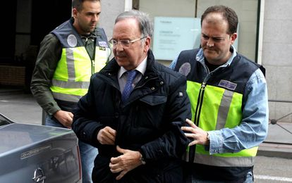 Manos Limpias head Miguel Bernad being arrested in Madrid on Friday.